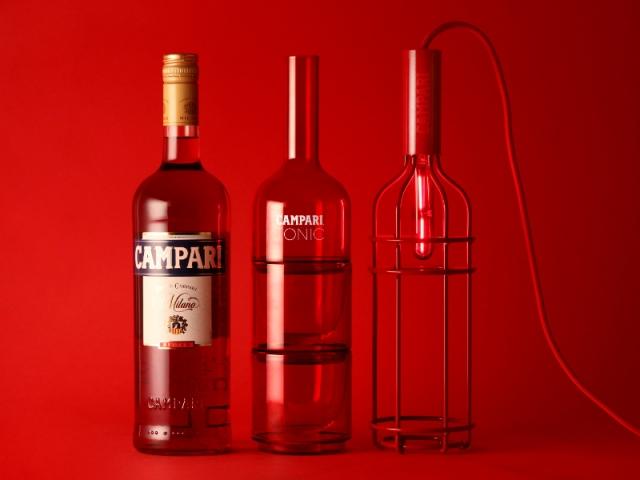 La lampe baladeuse et la carafe, inspirées de la bouteille