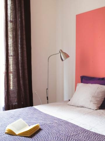 La couleur de l'année 2019, Living Coral, déclinée en tête de lit