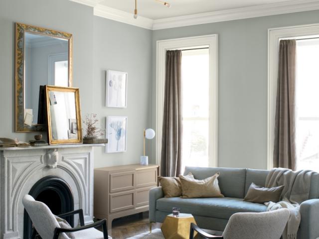 Associer des teintes neutres aux murs, au plafond et sur les menuiseries permet de créer une ambiance unique
