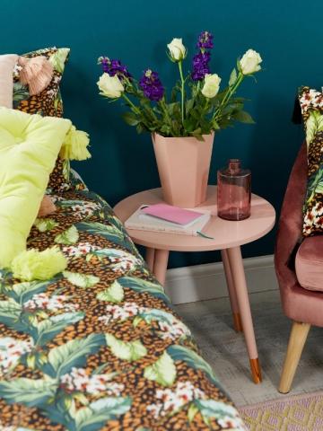 Vase rose en métal angulaire, collection Asos Supply, 16,99 €