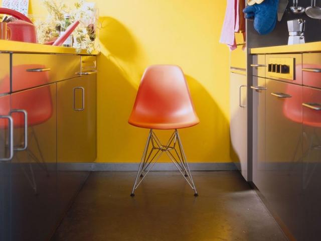 La célèbre chaises DSW, de Charles et Ray Eames