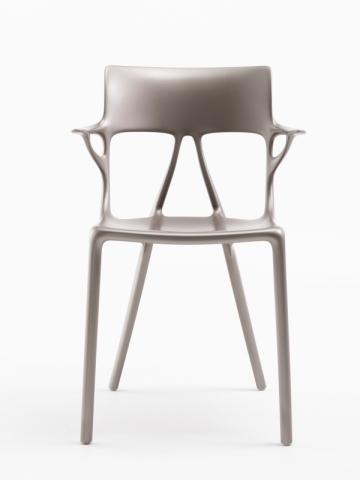 La chaise A.I., conçue en collaboration par Kartell, Philippe Starck et Autodesk