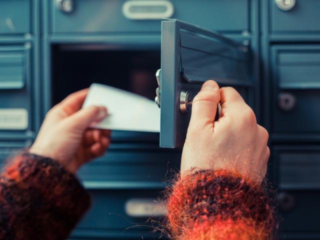 La boîte aux lettres se remplit vite pendant les vacances...