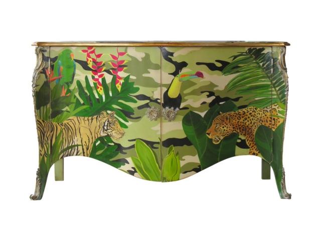 Un exemple de commode 696 customisée façon jungle pour la Coupe du monde à Rio