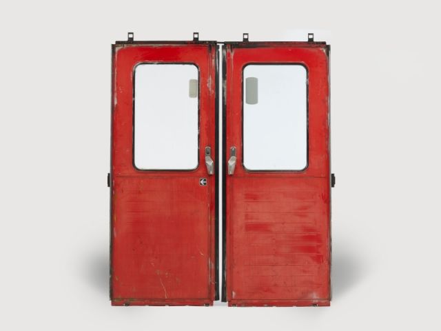 Paire de portes, vue de la face extérieure, mise à prix : 100 €