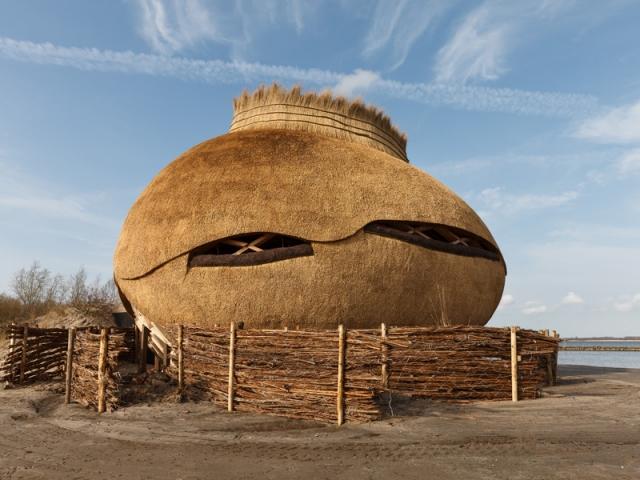 Une structure en bois spectaculaire en partie immergeable