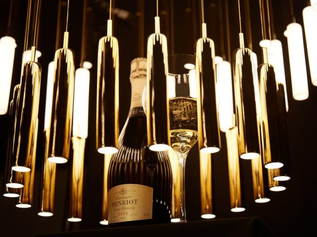 L'élégance du champagne sublimée par le lustre Rainy Day