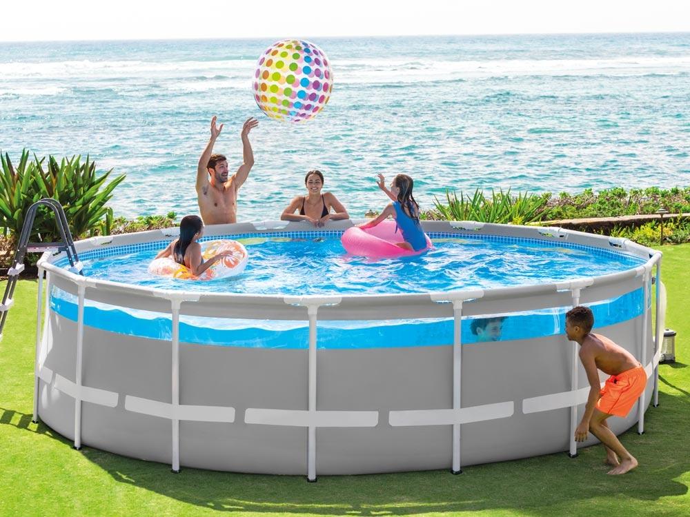 Une piscine hors-sol