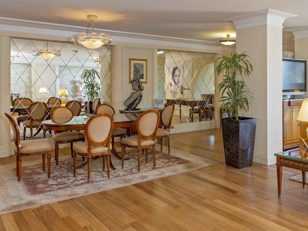"""La salle à manger de la suite """"Grace Kelly"""""""