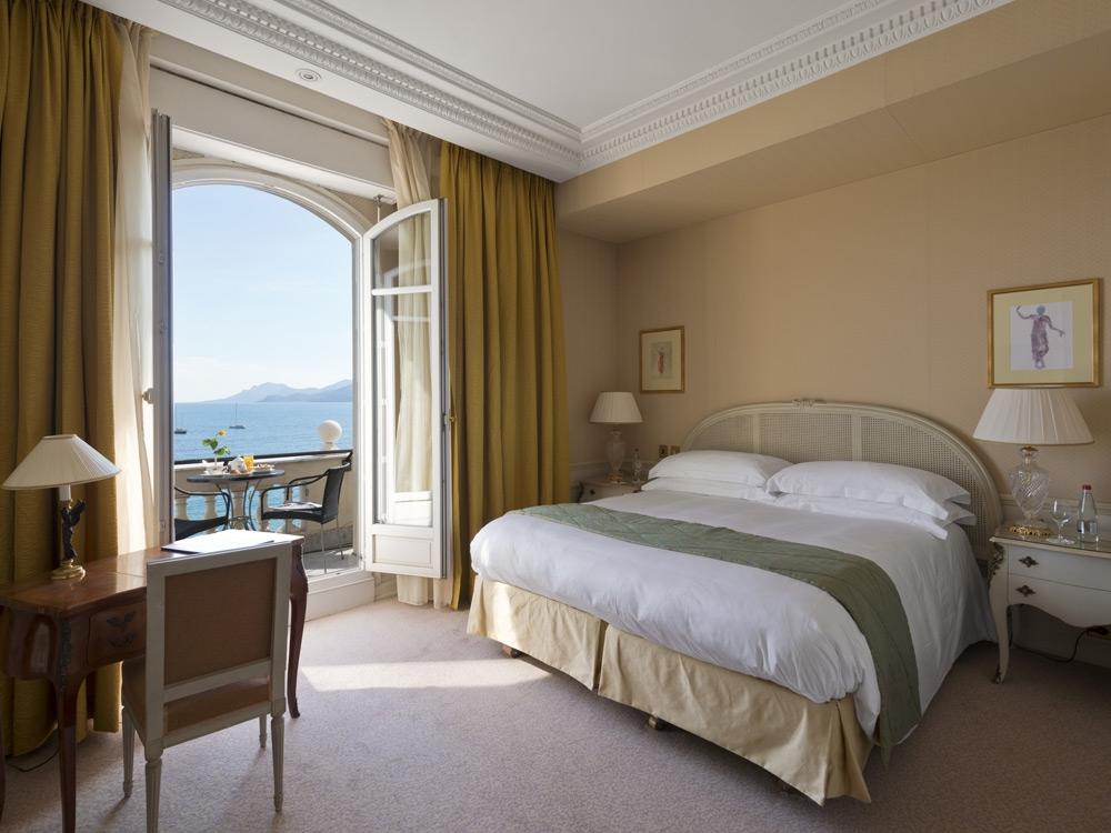 600 lots sélectionnés dans les prestigieuses suites de l'hôtel