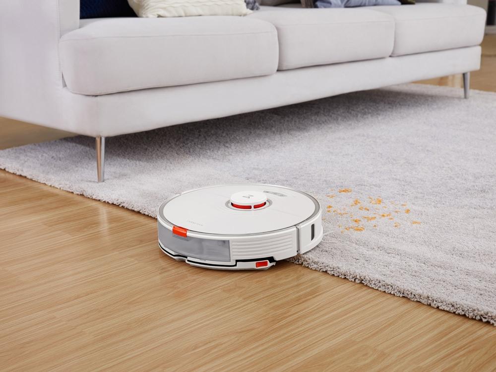 Roborock S7, connecté, équipé d'un télémètre laser pour cartographier le logement, équipé d'une serpillère vibrante pour frotter les sols, prix : 549 €