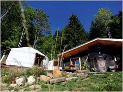 Un chalet et deux yourtes pour maison (1/2) : rénovation et montage